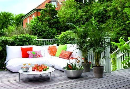 kucuk-balkon-dekorasyonu