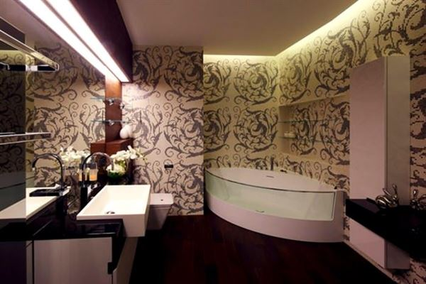 desenli duvar kağıt banyo