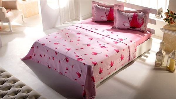pembe desenli yatak çarşafı