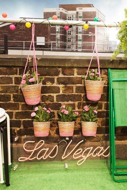 balkon askılı çiçeklik