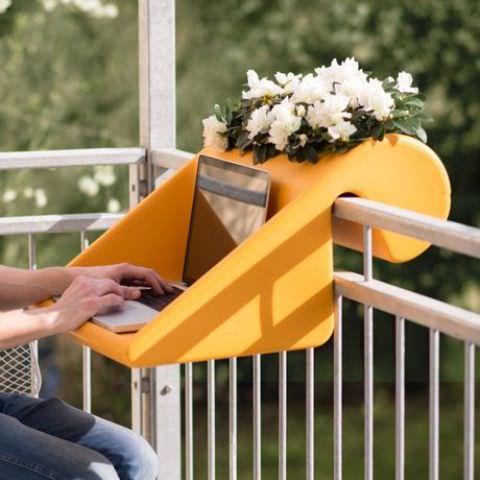 balkon demir saksıları