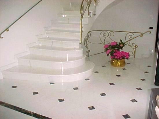 dubleks-beyaz-mermer-merdiven
