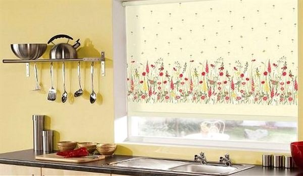 mutfak-cicekli-stor-perde-modelleri stor perde modelleri