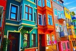Dış Cepheleri Rengarenk Boyanmış Binalar