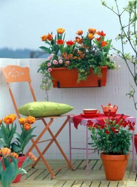 balkon-dekorasyon-fikirleri dekoratif balkon saks   cicek susleme