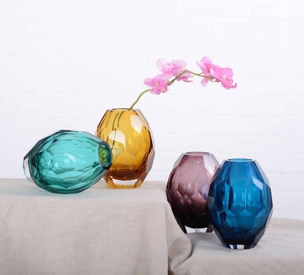 renkli cam vazolar