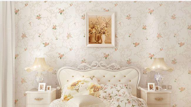 yatak odası duvarlarına dekoratif görünüm kazandırma - yatak odasi cicekli duvar kagidi modelleri 650x367 - Yatak Odası Duvarlarına Dekoratif Görünüm Kazandırma