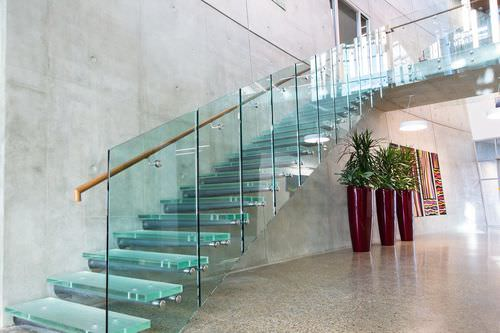 cam modern merdiven