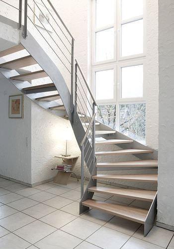 korkuluklu merdiven