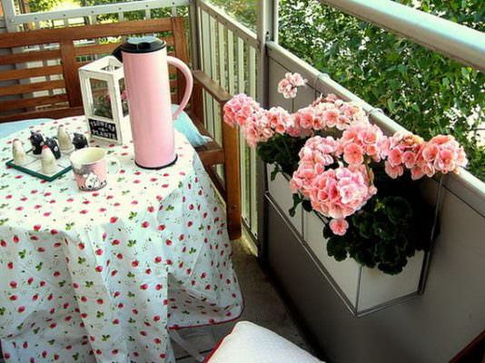 balkon çiçeklikleri küçük balkonlar İçin güzel dekorasyon fikirleri - kucuk balkon guzel dekorasyon fikirleri 15 534x400 - Küçük Balkonlar İçin Güzel Dekorasyon Fikirleri