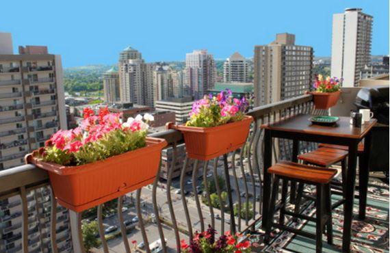 balkon çiçeklikleri küçük balkonlar İçin güzel dekorasyon fikirleri - kucuk balkon guzel dekorasyon fikirleri 22 - Küçük Balkonlar İçin Güzel Dekorasyon Fikirleri
