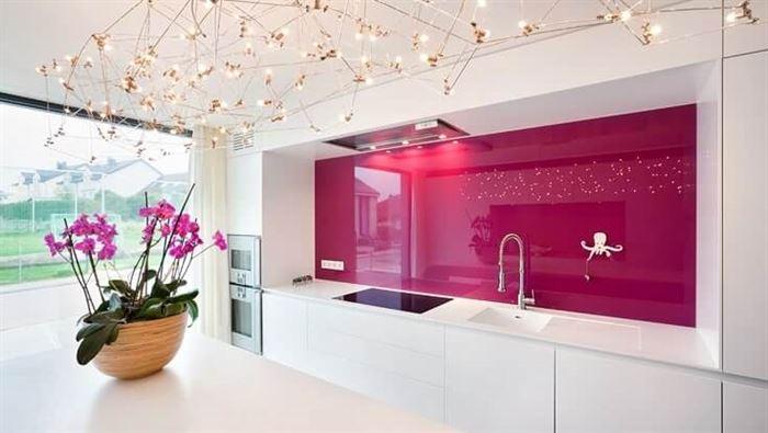 mutfak duvarı modern cam renkleri