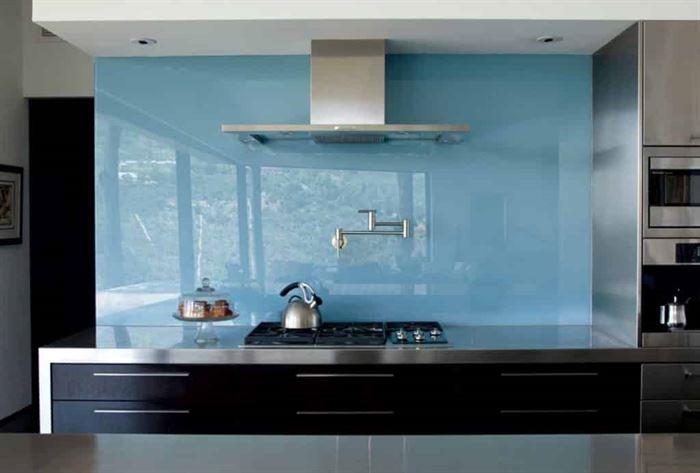 mutfak tezgah duvarı cam tasarımları