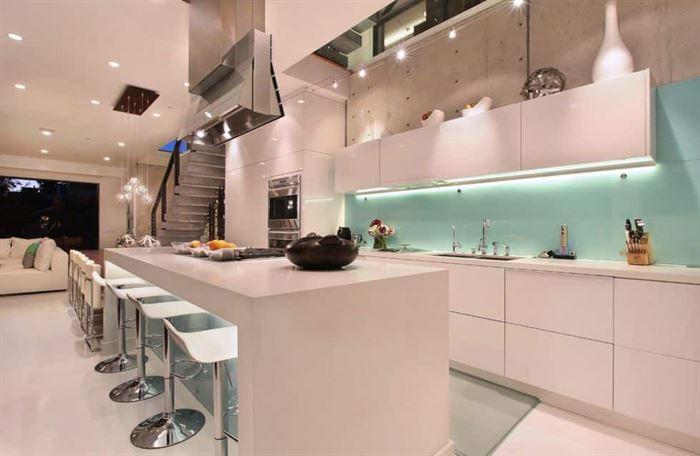 mutfak duvarı cam kullanımı