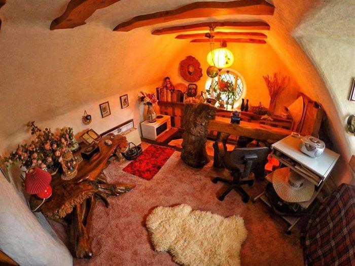 hobbit tarzı ev - ilginc tasarimli ev 18 - İlginç Doğal Ahşap Tasarımlı Hobbit Tarzı Ev