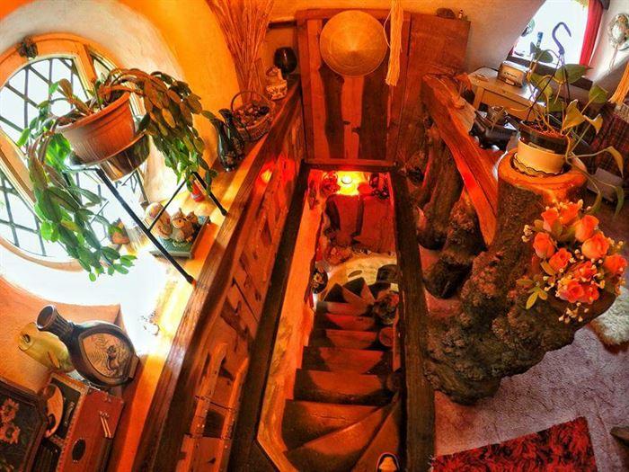 hobbit tarzı ev - ilginc tasarimli ev 19 - İlginç Doğal Ahşap Tasarımlı Hobbit Tarzı Ev