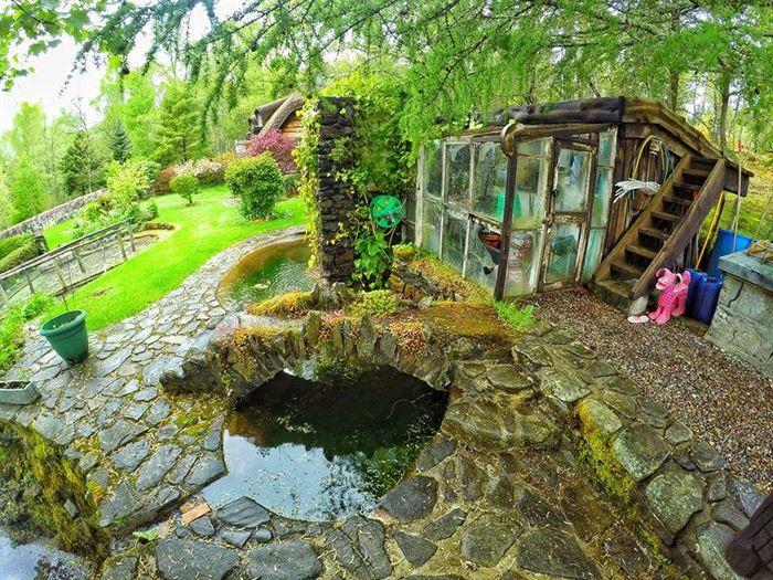 İlginç Doğal Ahşap Tasarımlı Hobbit Tarzı Ev 8