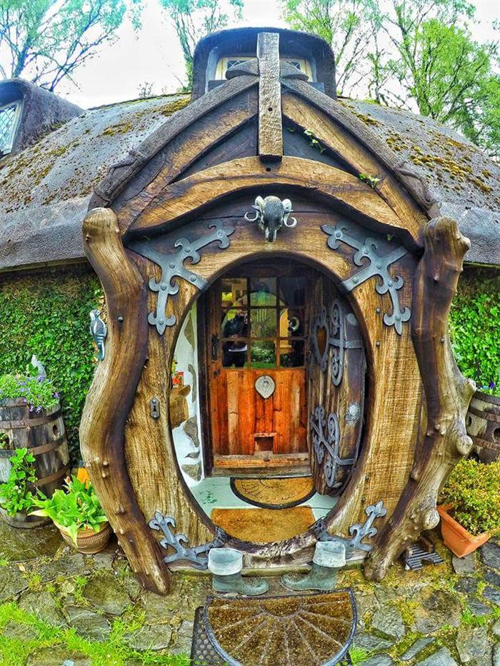 İlginç Doğal Ahşap Tasarımlı Hobbit Tarzı Ev 9