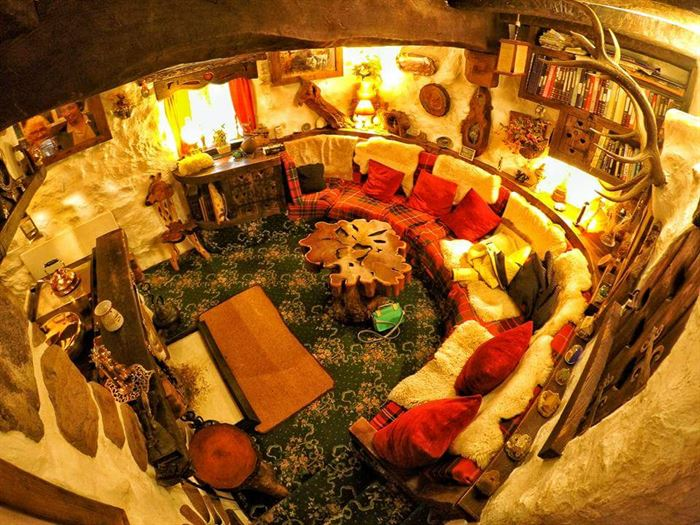 İlginç Doğal Ahşap Tasarımlı Hobbit Tarzı Ev 10