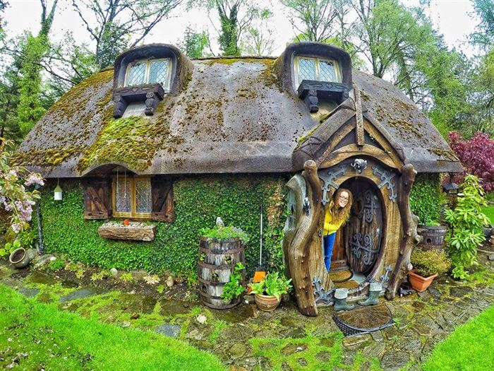 İlginç doğal ahşap tasarımlı hobbit tarzı ev - ilginc tasarimli ev