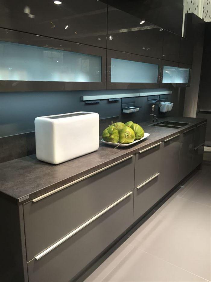 mutfakta camlı kapaklar cam kapaklı mutfak dolap modelleri
