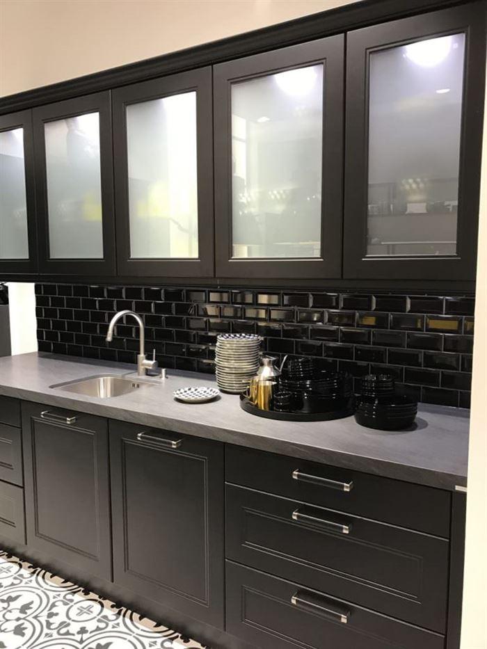 mutfak dolabı desenli cam modelleri cam kapaklı mutfak dolap modelleri