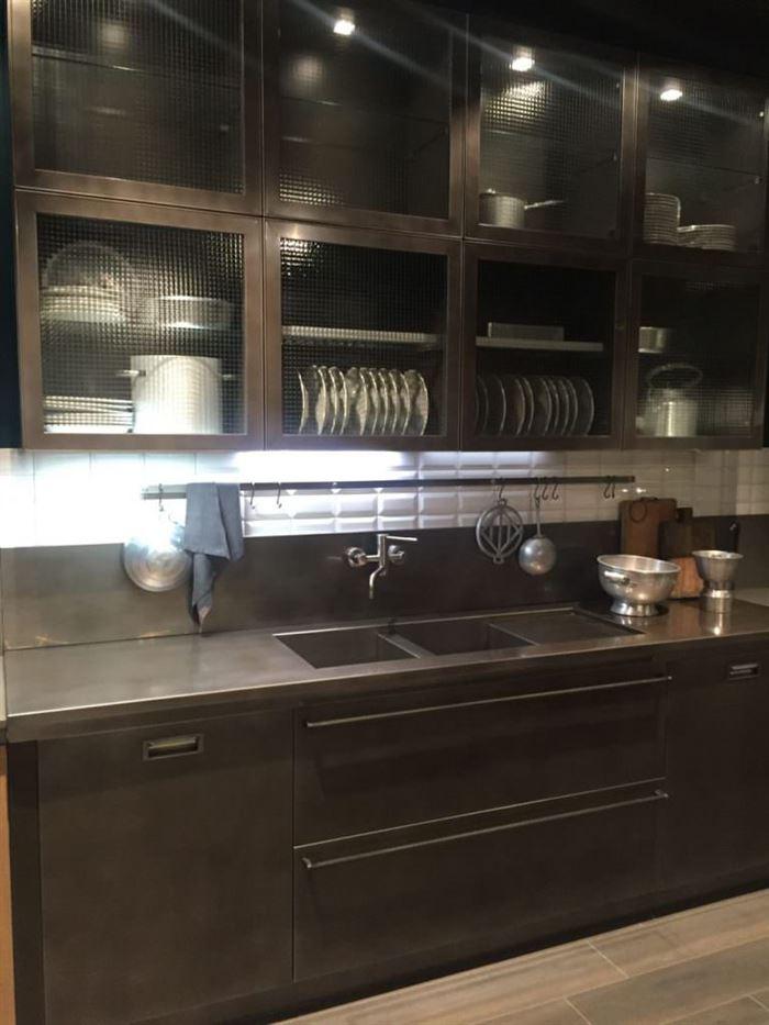 mutfak dolabı renkli cam kapak modelleri