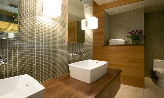 ceviz rengi ahşap kaplamalı banyo dekorasyon