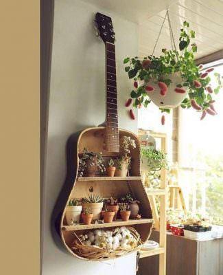 eski-gitarinizi-nasil-raf-sistemine-donusturebilirsiniz eski gitarınızı nasıl raf sistemine dönüştürebilirsiniz - eski gitardan raf sistemi 325x400