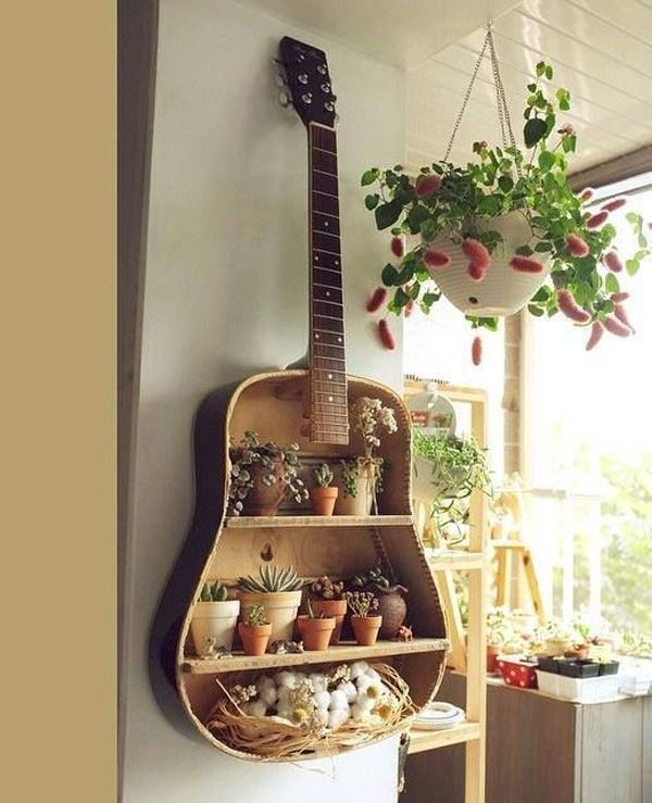 eski gitardan raf sistemi