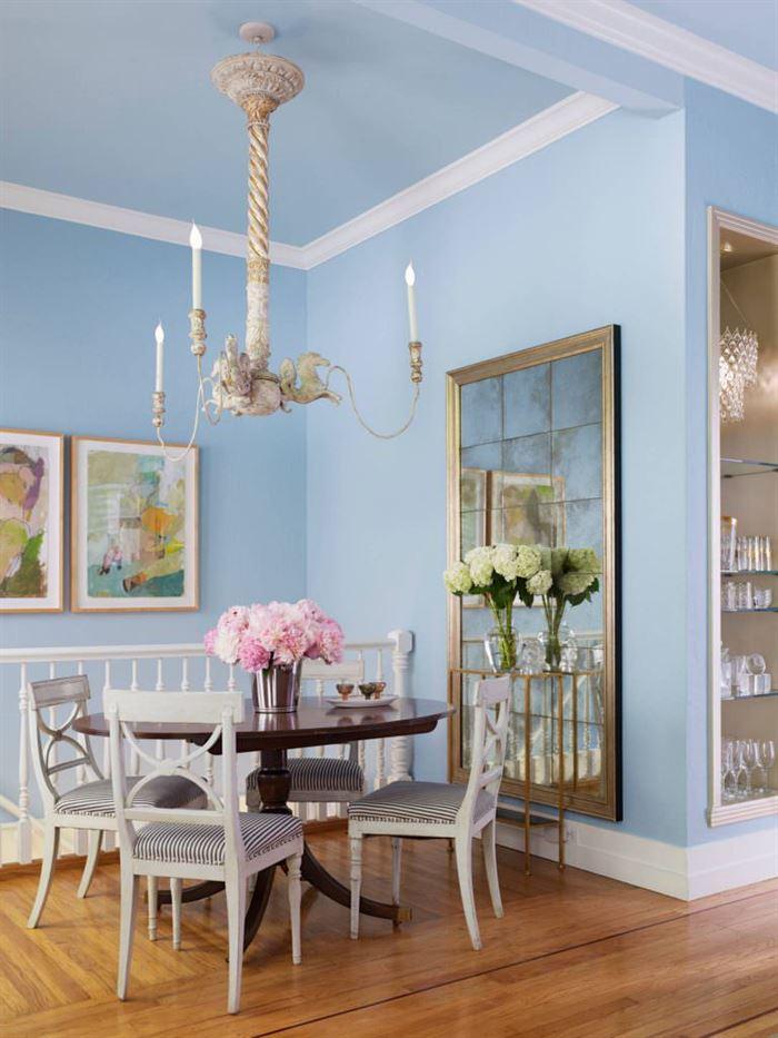 ufak ev için renk tonları mavi duvar boyasi 768x1024