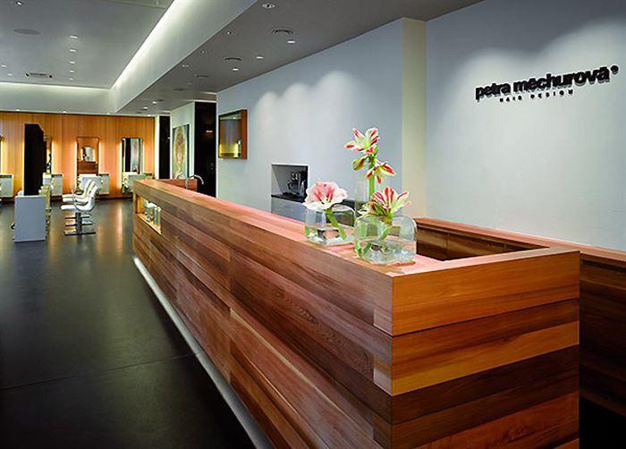 ilginc-tasarimli-resepsiyon-masasi-modelleri resepsiyon masası - Petra Mechurova Hair Salon - İlginç Tasarımlı Resepsiyon Masası Modelleri