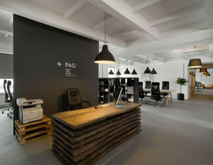 ilginc-tasarimli-resepsiyon-masasi-modelleri resepsiyon masası - reclaimed wood desk reception - İlginç Tasarımlı Resepsiyon Masası Modelleri