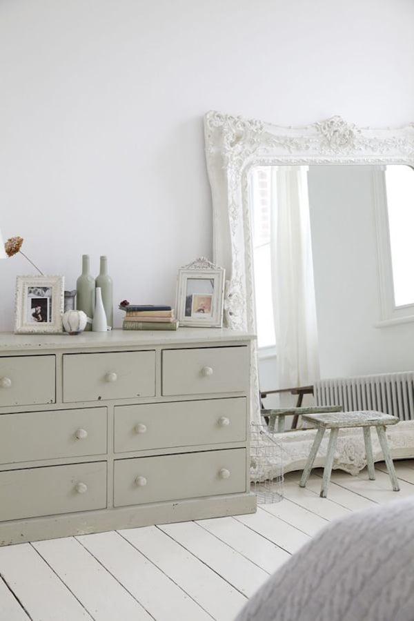 yatak-odasi-buyuk-klasik-ayna evinizi büyük gösterecek duvar ayna modelleri - yatak odasi buyuk klasik ayna