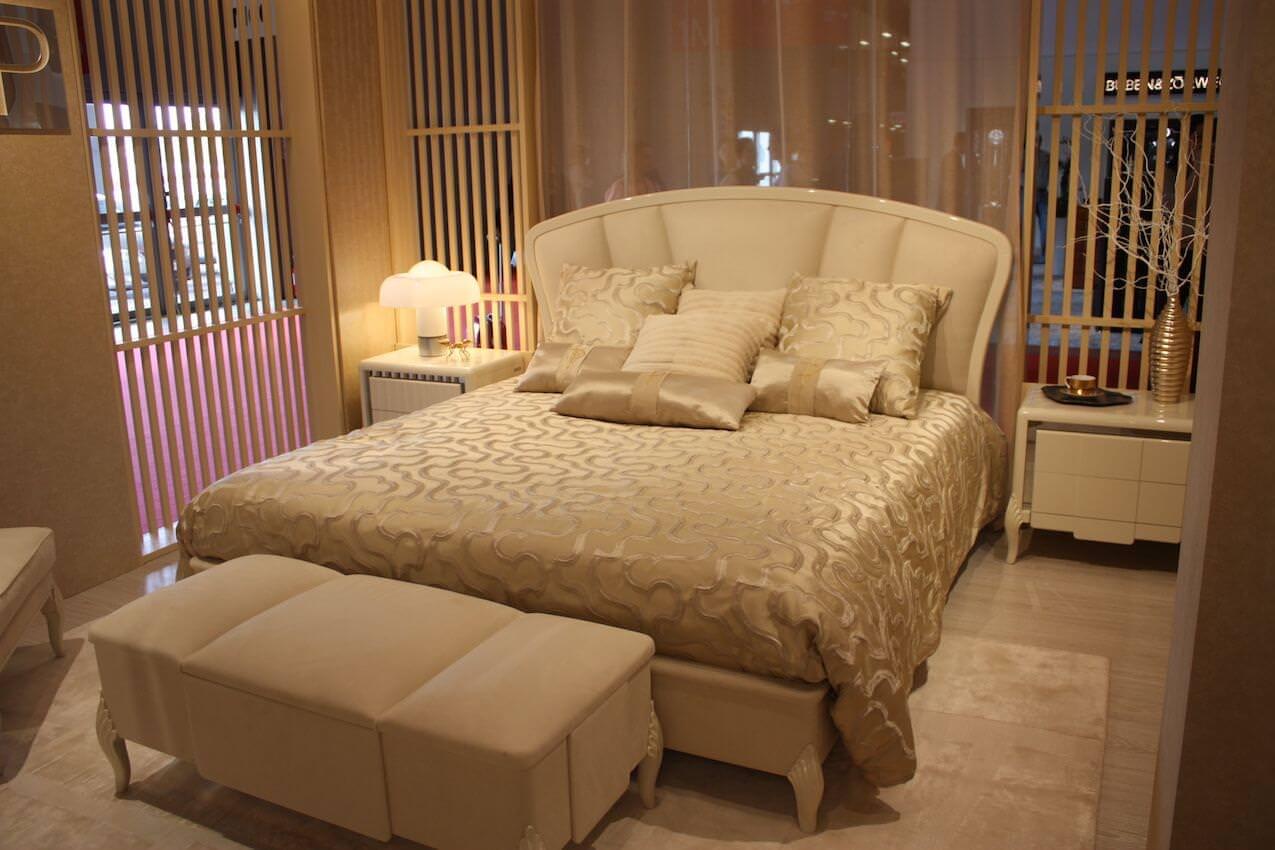"""Yatak odası dinlenmek için bir sığınaktır. Uykuyu teşvik eden özel, dinlendirici ve sakin bir alan olmalıdır. Bu herkesin istediği sonuç olsa da, bir kişi için sakin ve bir başkasına olmayabilir. Yatak odası kesinlikle """"Benimle ilgili her şey!"""" Diyebileceğiniz bir odadır. Bu , mükemmel bir yatak odası için gerekli olması gereken birkaç unsur dizesi vardır. Ancak, bu şeylerin ne renk ne tarz olacağı size kalmış. Nihai kişisel yatak odanızı planlamak için temel hususları Aşağıda sıraladık."""