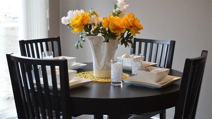 yemek odası yuvarlak masa