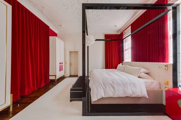 kırmızı yatak odası perdeleri