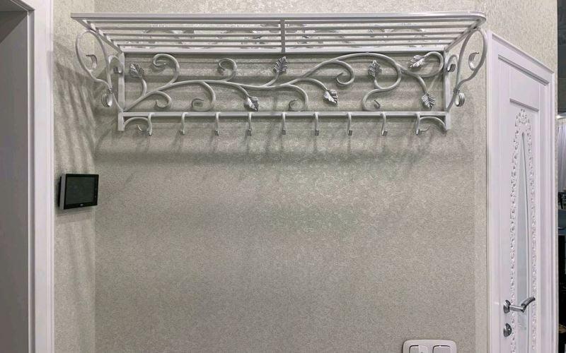 duvara bağlı metal askılık