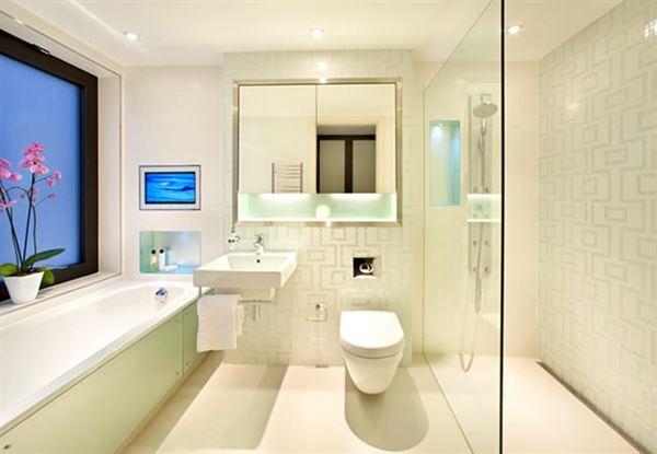 modern yenilikçi banyo dekorasyon stilleri - beyaz luks banyo - Modern Yenilikçi Banyo Dekorasyon Stilleri