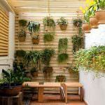 dekoratif-bahce-ve-balkon-ciceklik-fikirleri dekoratif bahçe ve balkon Çiçeklik fikirleri - duvar cicek raf modelleri 150x150