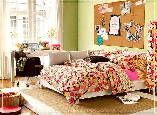 canlı renk dekorasyonlu genç kız odası