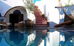 akdeniz stili dekorasyon fikirleri - havuzlu ev ornekleri 240x150 - Akdeniz Stili Dekorasyon Fikirleri