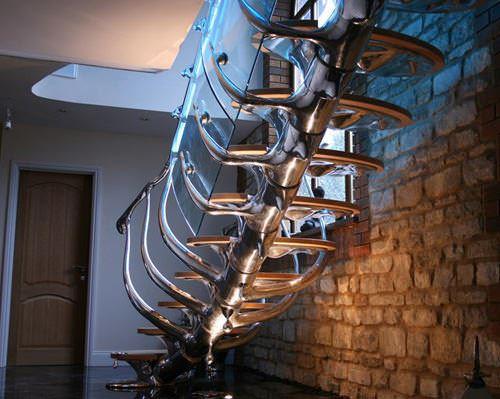 insan-iskeleti-gibi-merdiven