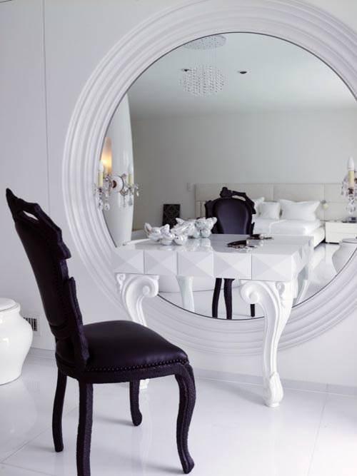 beyaz makyaj masası
