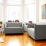 renkli koltuk takımlarıyla oda dekorasyonu - krem kanepe 150x150