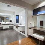 küvetli banyo dekorasyon modelleri - luks modern banyo modeli 150x150 - Küvetli Banyo Dekorasyon Modelleri