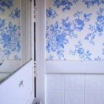 mavi-cicekli-banyo-duvar-kagit