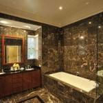 küvetli banyo dekorasyon modelleri - mermer dosenmis banyo dekorasyon 150x150 - Küvetli Banyo Dekorasyon Modelleri