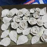 seramik-hamuru-cicek-yapma seramik hamuruyla dekoratif süs eşyaları yapın - seramik hamurdan gul modlleri 150x150