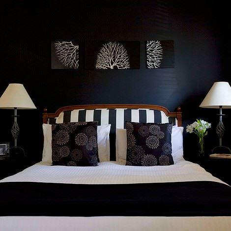 koyu renk yatak odası dekorasyon